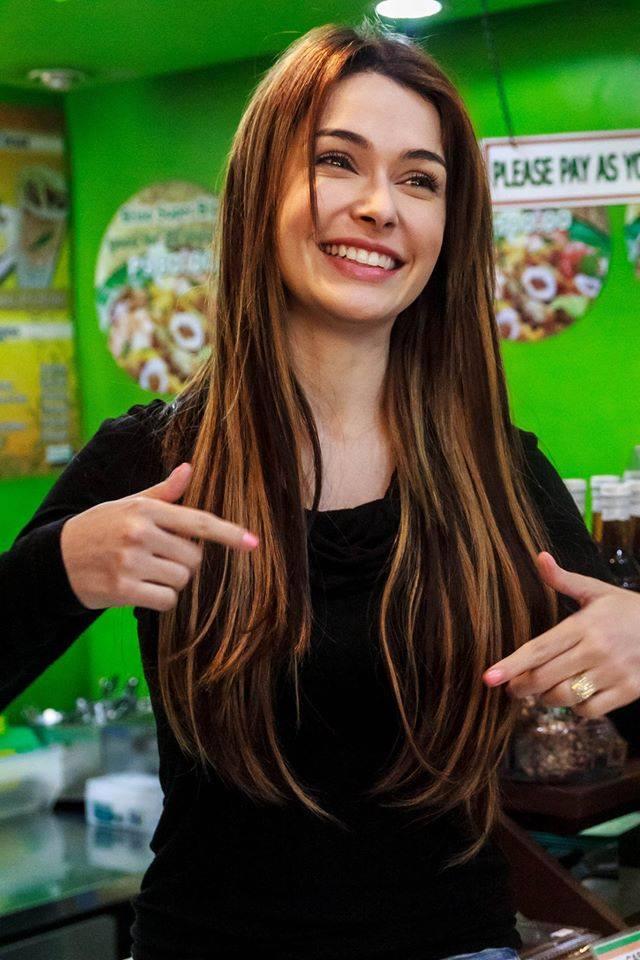 Model Daiana Menezes visits Pancit ng Taga Malabon